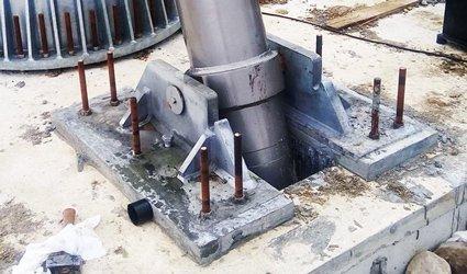 elementi finiti analisi cerniera pistone torre mini eolico